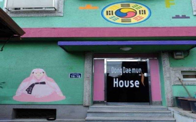 Отель Dongdaemun House вид на фасад