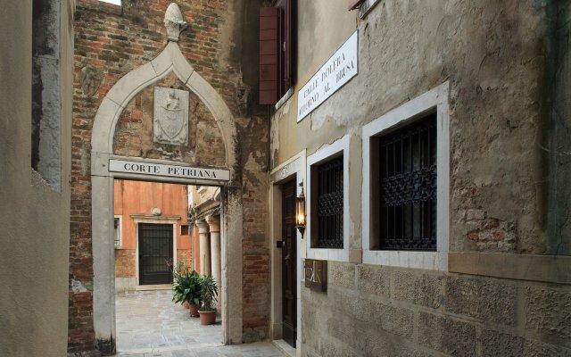Отель GKK Exclusive Private Suites Venezia вид на фасад