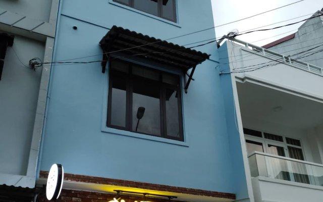 Отель Dalat Che House Далат вид на фасад