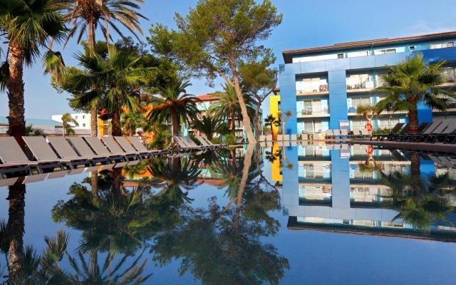 Отель Barceló Pueblo Menorca вид на фасад