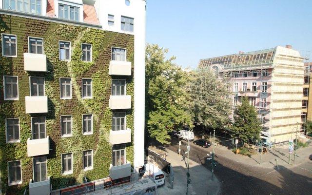 Апартаменты Berlin Base Apartments - KREUZBERG вид на фасад