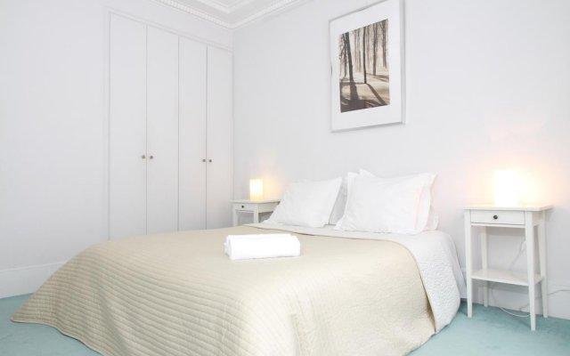 Отель Private Apartment Coeur De Paris St Germain Des Pres 105 Франция, Париж - отзывы, цены и фото номеров - забронировать отель Private Apartment Coeur De Paris St Germain Des Pres 105 онлайн комната для гостей