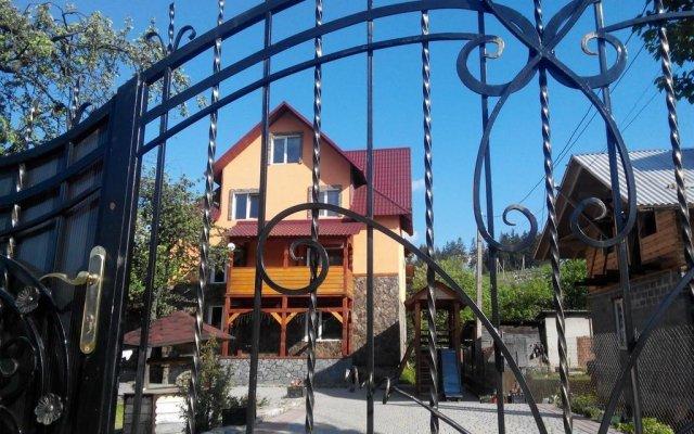 Гостиница Усадьба Рокса вид на фасад