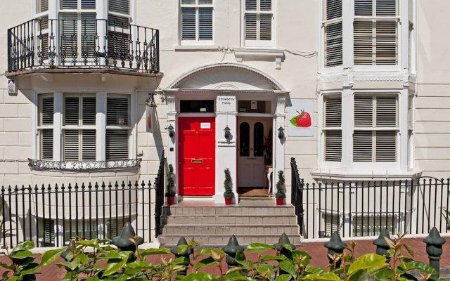 Отель Strawberry Fields вид на фасад