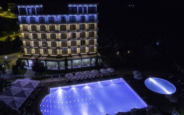 Отель Rapos Resort вид на фасад