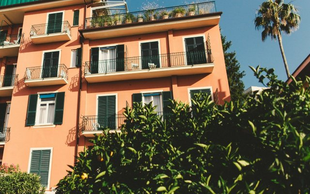 Отель Albergo Minerva Церковь Св. Маргариты Лигурийской вид на фасад