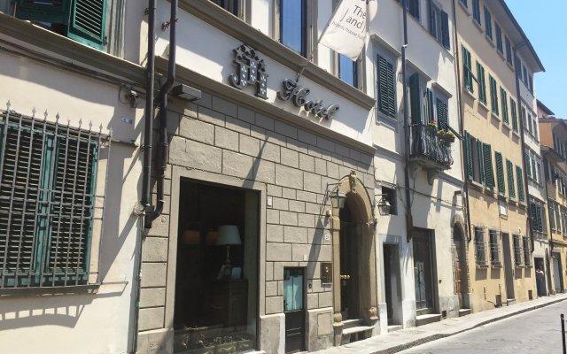 Отель J and J вид на фасад