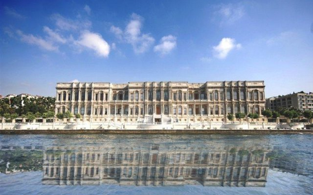 Отель Ciragan Palace Kempinski Стамбул