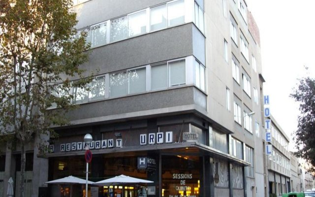 Hotel Urpí вид на фасад