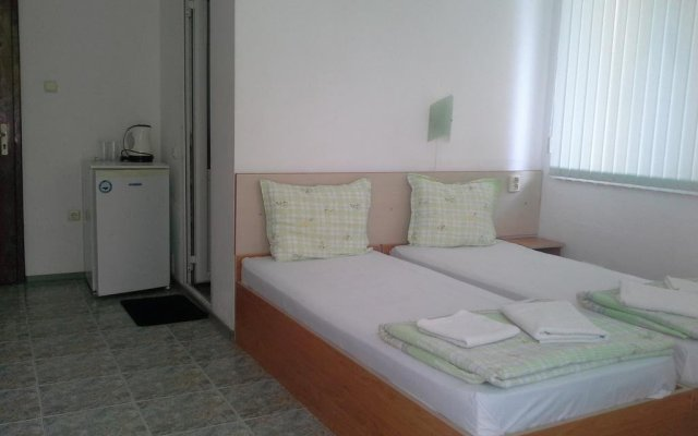 Отель Guest House Dani Китен комната для гостей