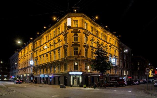 Отель Good Morning + Copenhagen Star Hotel Дания, Копенгаген - 6 отзывов об отеле, цены и фото номеров - забронировать отель Good Morning + Copenhagen Star Hotel онлайн вид на фасад