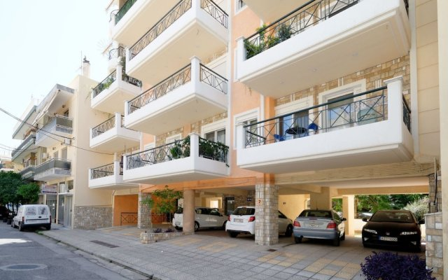Brand new Family Apartment in Athensdafni,100m From Metro Station, Sleeps 4