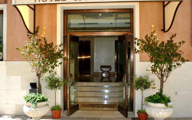 Отель Carlton Capri вид на фасад