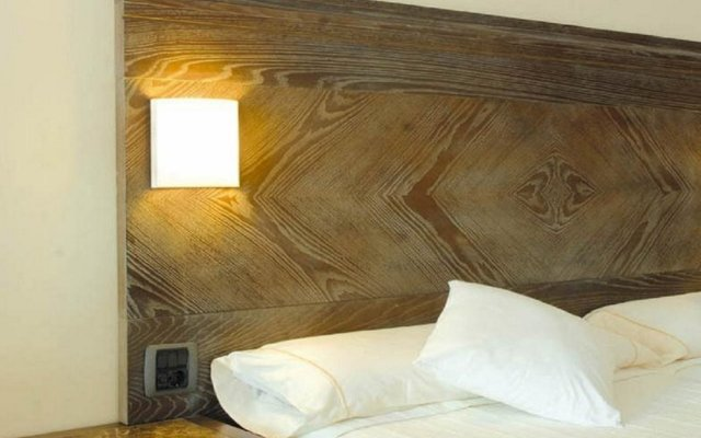 Отель Beach Club Font de Sa Cala комната для гостей