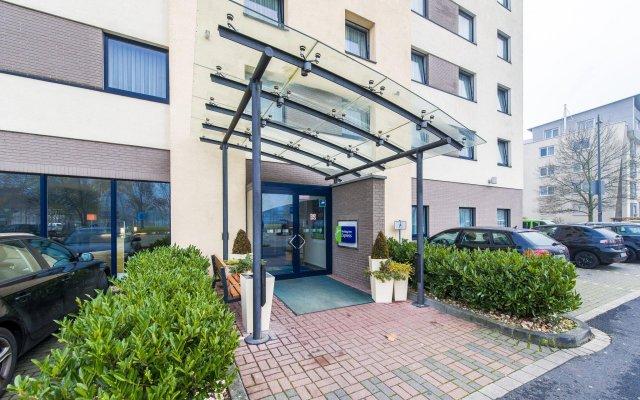 Отель Holiday Inn Express Cologne Mulheim Кёльн вид на фасад