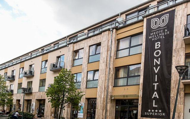 Отель Bonvital Wellness & Gastro Hotel Hévíz - Adults Only Венгрия, Хевиз - 1 отзыв об отеле, цены и фото номеров - забронировать отель Bonvital Wellness & Gastro Hotel Hévíz - Adults Only онлайн вид на фасад