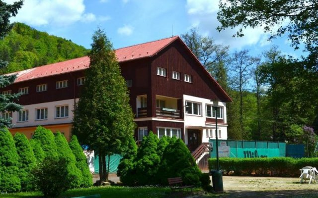 Sport Hotel Gejzirpark вид на фасад