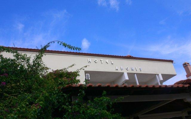 Отель Adonis Греция, Пефкохори - отзывы, цены и фото номеров - забронировать отель Adonis онлайн вид на фасад
