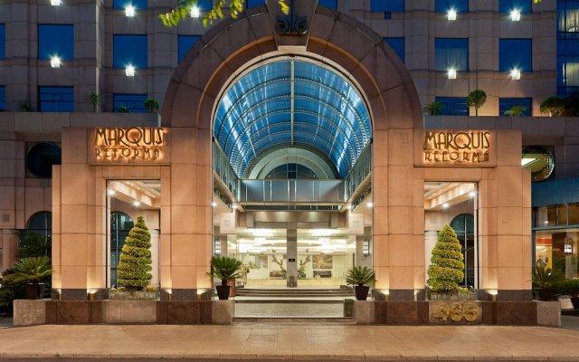 Отель Marquis Sky Suites Мехико вид на фасад