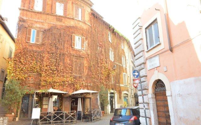 Апартаменты Moroni Apartment Trastevere вид на фасад
