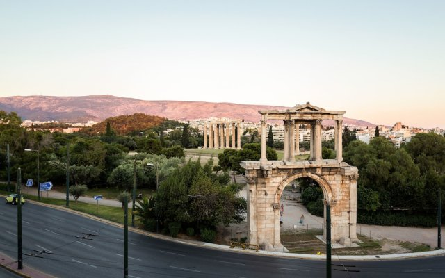 Отель Acropolis Luxury Suite вид на фасад