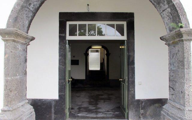 Отель Pousada de Juventude de Ponta Delgada Понта-Делгада вид на фасад