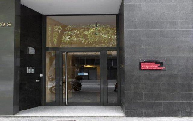 Апартаменты AinB Eixample-Entenza Apartments вид на фасад