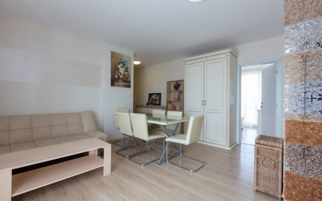Апартаменты Two Bedroom Apartment with Large Balcony комната для гостей