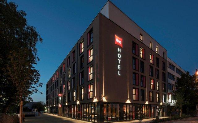 Отель Ibis Muenchen City Ost Мюнхен вид на фасад