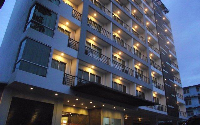 Отель 14 Living Бангкок вид на фасад