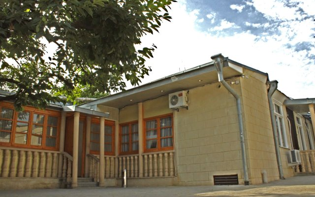 Hotel Tiflis Garden вид на фасад