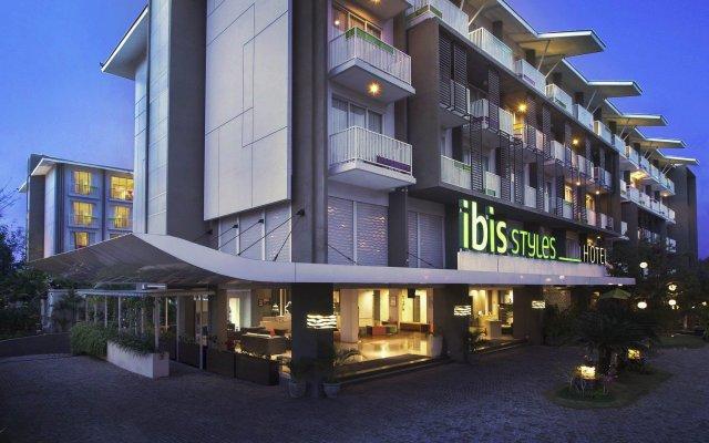 Отель Ibis Styles Bali Benoa вид на фасад