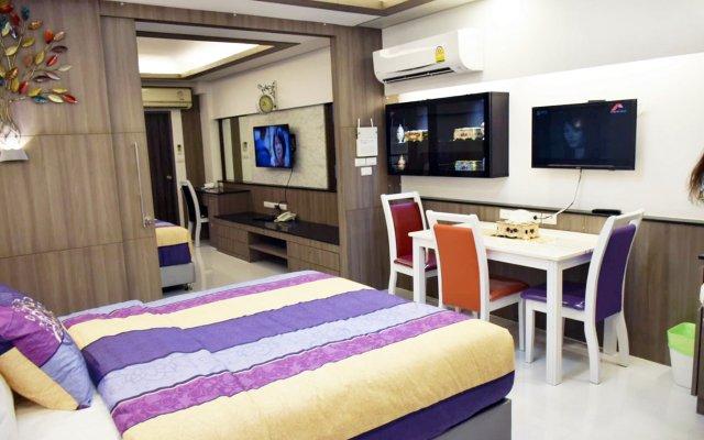 Отель Family Suite Room Pratunam Бангкок комната для гостей
