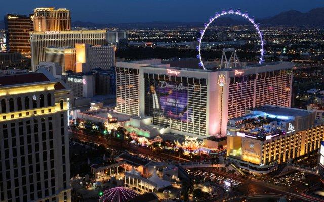 Отель Four Points by Sheraton Las Vegas East Flamingo США, Лас-Вегас - отзывы, цены и фото номеров - забронировать отель Four Points by Sheraton Las Vegas East Flamingo онлайн вид на фасад
