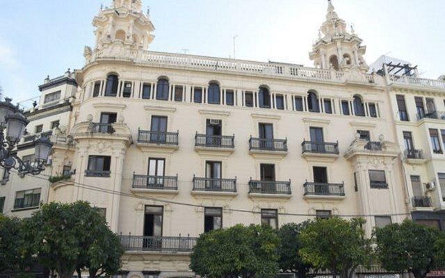 Отель H10 Palacio Colomera вид на фасад