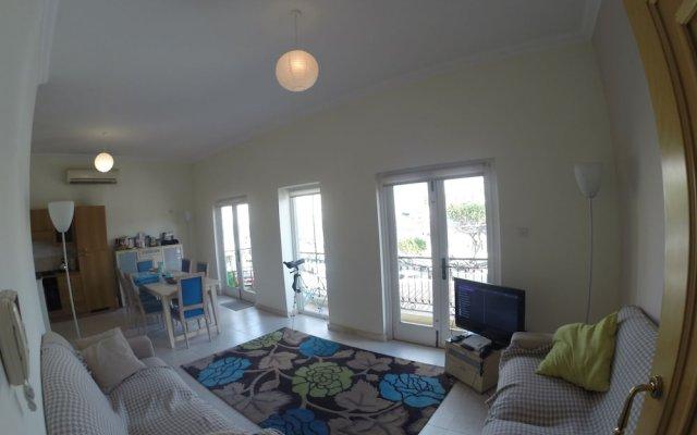 Апартаменты Senglea Seafront Apartment комната для гостей