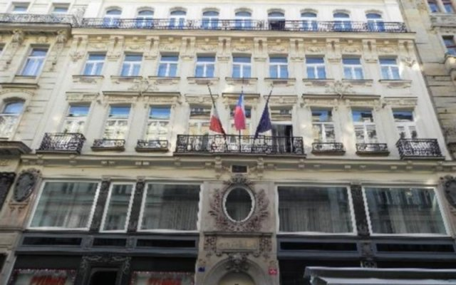 Hotel Liberty Прага вид на фасад