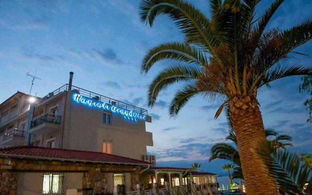 Отель Hanioti Grandotel Греция, Ханиотис - 3 отзыва об отеле, цены и фото номеров - забронировать отель Hanioti Grandotel онлайн вид на фасад