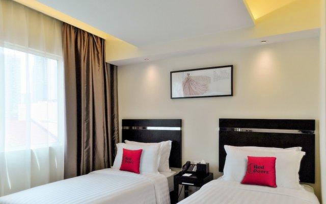 Отель RedDoorz near Tiong Bahru Road комната для гостей