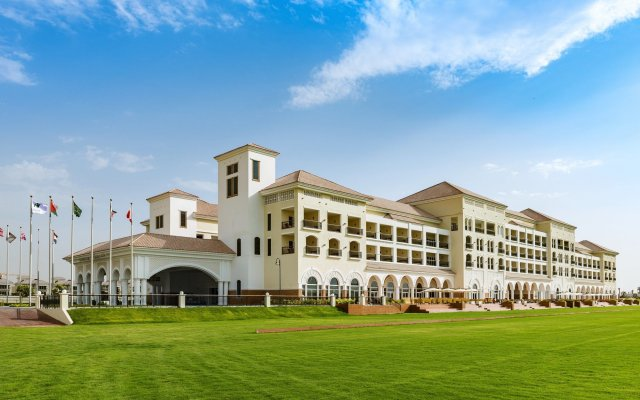 Отель Al Habtoor Polo Resort вид на фасад