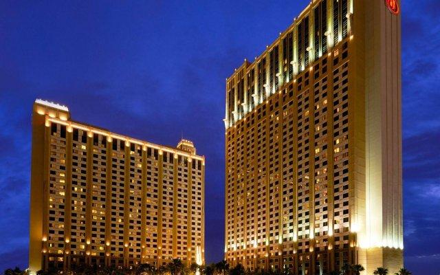 Отель Hilton Grand Vacations on the Las Vegas Strip вид на фасад