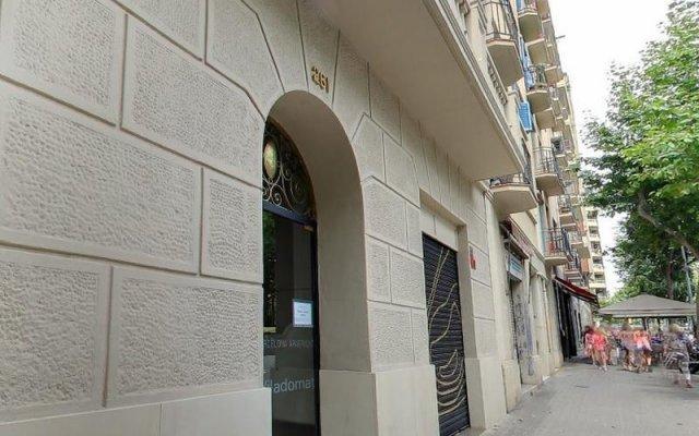 Апартаменты Barcelona Apartment Viladomat вид на фасад