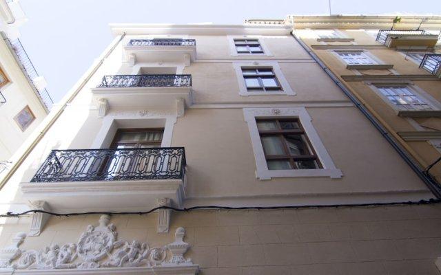 Отель Living Valencia - Corregeria вид на фасад