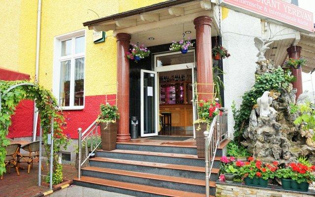 Отель Karlshorst Германия, Берлин - 3 отзыва об отеле, цены и фото номеров - забронировать отель Karlshorst онлайн вид на фасад
