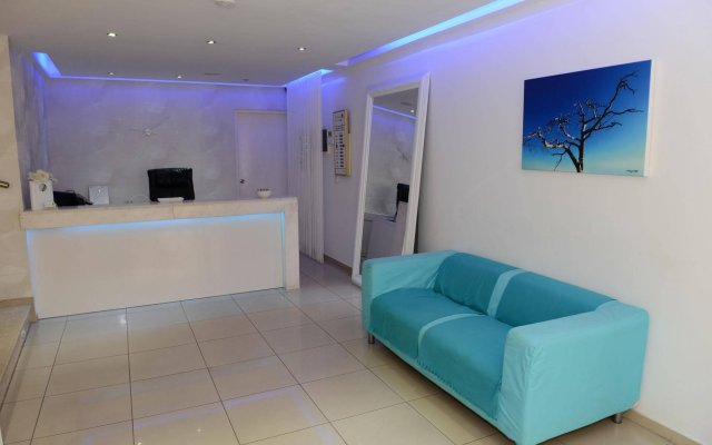 Les Palmiers Beach Hotel in Larnaca, Cyprus from 124$, photos, reviews - zenhotels.com guestroom