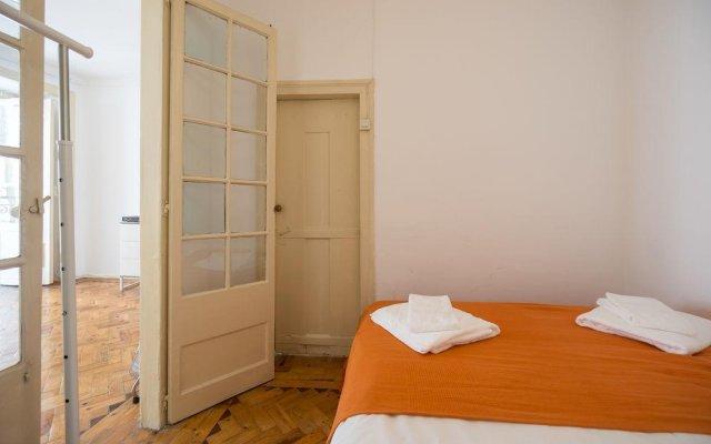 Отель ShortStayFlat Bairro Alto and Bica Португалия, Лиссабон - отзывы, цены и фото номеров - забронировать отель ShortStayFlat Bairro Alto and Bica онлайн комната для гостей