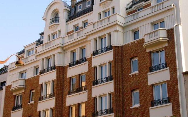 Отель Holiday Inn Paris - Auteuil вид на фасад