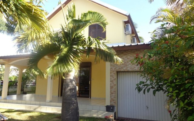 House With 4 Bedrooms in L'étang-salé les Bains, With Enclosed Garden