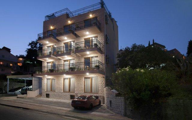 Отель Twelve Черногория, Будва - отзывы, цены и фото номеров - забронировать отель Twelve онлайн вид на фасад