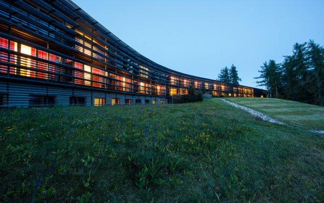 Отель Vigilius Mountain Resort Италия, Лана - отзывы, цены и фото номеров - забронировать отель Vigilius Mountain Resort онлайн вид на фасад